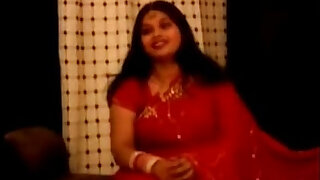 sexy video: chubby indian aunty in red sari
