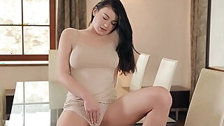 sexy video: Solo beauty her pussy thoroughly