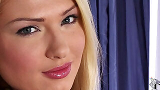 Bodacious Lucy Heart Fills Her Fanny With A Gold Butt Plug