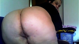 sexy video: Dirty Sandra showing big ass pussy on cam