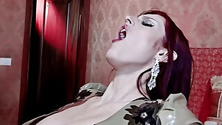 sexy video: Double penetration for a redhead